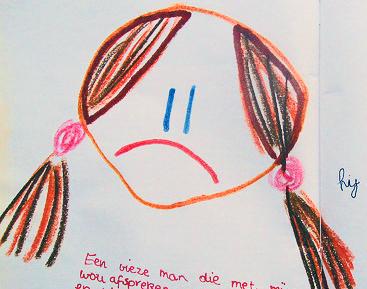 Zeichnung, die ein trauriges Mädchen zeigt.