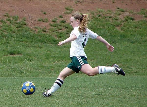 Mädchen beim Fußballspielen
