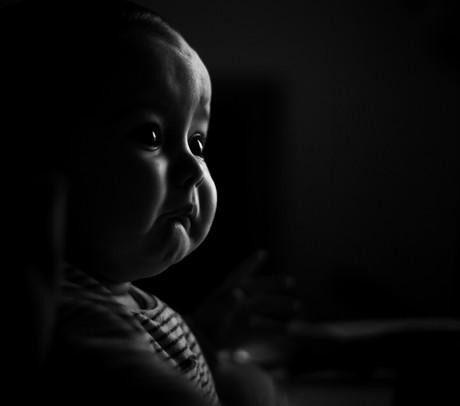 Schwarz-Weiß-Bild einens Babys.