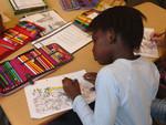 Ein Kind beim Schreiben.