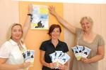 Bild: Barbara Erblehner-Swann (Projektleitung MutMachen), Kinder- und Jugendanwältin Andrea Holz-Dahrenstaedt und LR Tina Widmann (Projektmitarbeiterin MutMachen Pinzgau) bei der Start-PK MutMachen Pinzgau im Juni 2009.