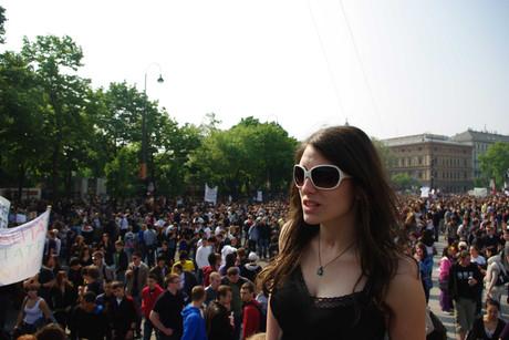 Schülerin auf einer Demonstration.