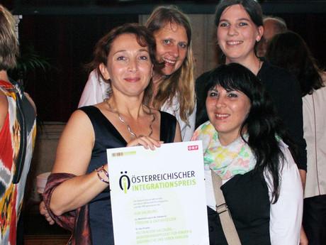 Projektleiterin Barbara Erblehner-Swann & kija-Mitarbeiterinnen bei der Überreichung der Urkunden im Wiener Rathaus.