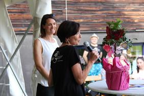 """Foto von Andrea Holz-Dahrenstaedt und der neuen Leiterin von """"MutMachen"""" Barbara Freiszmuth"""