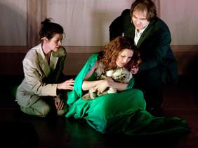 """Bühnenszene aus dem Stück """"Anna und der Wolf""""."""