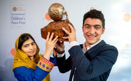 Gewinner Mohamad Al Jounde mit Malala Yousafzai