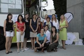 Das Team der kija Salzburg vor dem Tourbus.