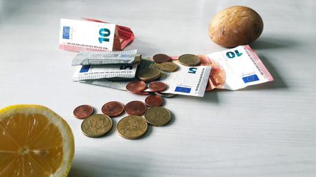 Geld am Küchentisch
