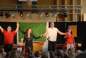 Das Kinderrechtemusical begeistert die SchülerInnen in Seekirchen.