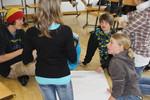 Jugendliche bei einem Workshop.