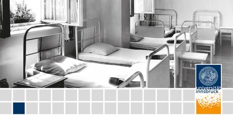 Betten in einem Schlafsaal.