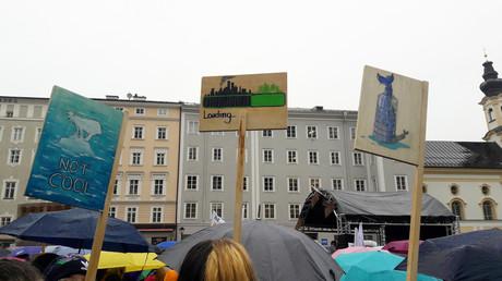 Bild von Schildern bei einer Fridays for Future Demonstration 2019.