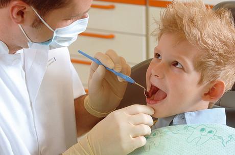 Bub beim Zahnarzt
