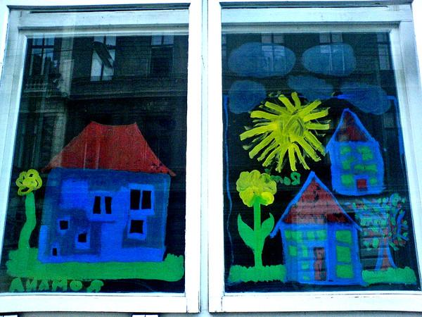 Fenster mit Fingermalerei.