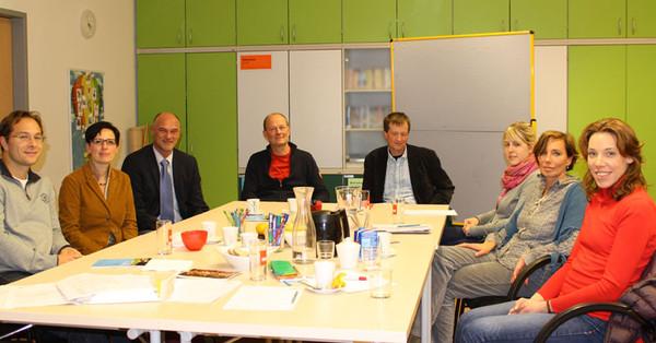 VertreterInnen der Salzburger Justizanstalt, dem Gericht, Verein Neustart, der kija Salzburg, der Jugendwohlfahrt, der Jugendpsychiatrie und der kija Salzburg arbeiten an einer gemeinsamen Lösung.