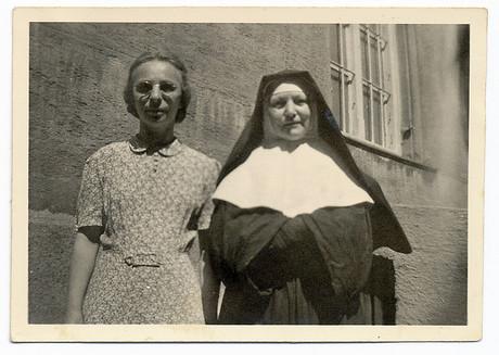 Altes Foto, Nonne & Frau.