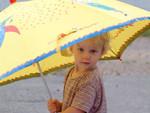 Mädchen mit Regenschirm.