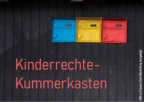Abbildung von drei Briefkästen, darunter steht geschrieben: Kinderrechte-Kummerkasten.