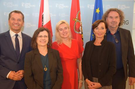 v. li.: Gerald Tatzgern (Bundeskriminalamt), Astrid Winkler (ECPAT), Petra Schneebauer (Nationale Koordinatorin), Andrea Holz-Dahrenstaedt (kija Salzburg) & Ewald Filler (Bundeskanzleramt)